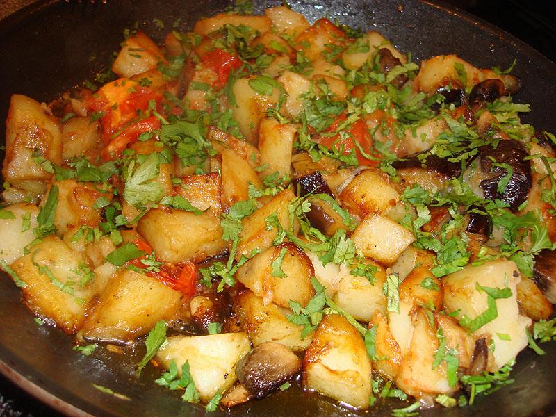 Картофель с кинзой